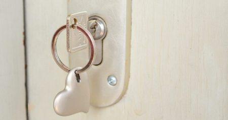 Hvor mange nøkler følger med boligen ved salg?