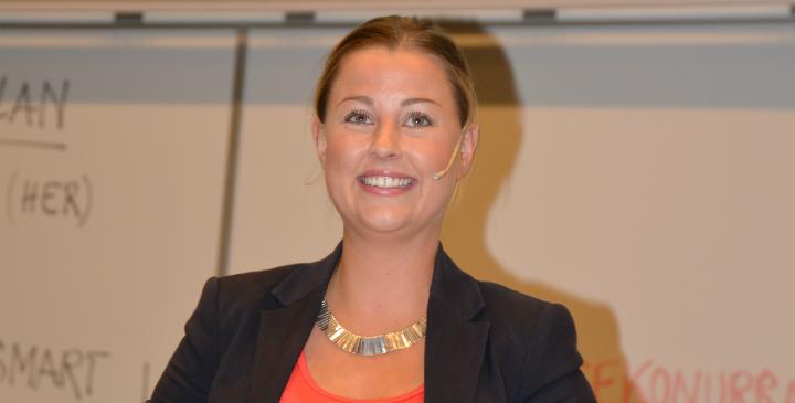 Marthe Brenden sitter i styret i Vestlandet eiendomsmeglerforening og har ved flere anledninger også snakket om NEFs arbeid for studenter på flere av høyskolene.